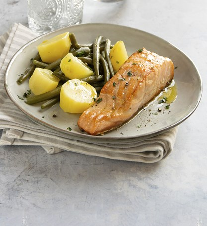 BAKED SALMON WITH STEAMED VEGETABLES